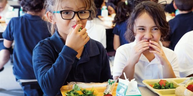 5 ways to get your kids involved at mealtime
